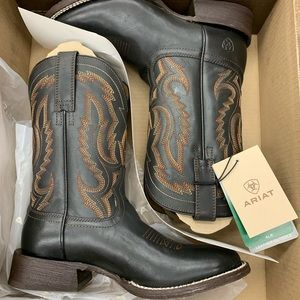 Ariat boots Brand new size 7.5 men's